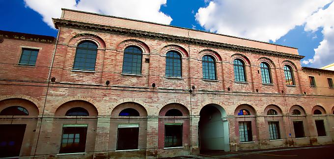 Orgullosamente elaborado en Italia dentro de la histórica Fábrica de Tabaco de Chiaravalle.